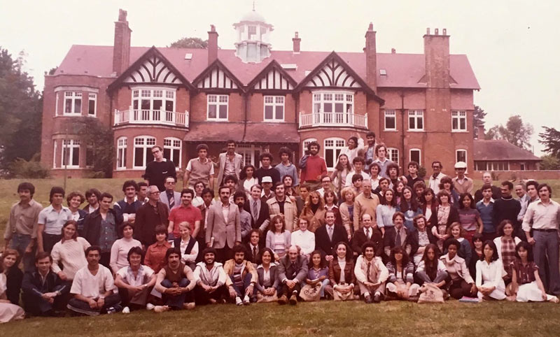 A photo showing students and staff at the Warnborough College Boars Hill campus in 1979. Photo courtesy of Ana Contreras, who studied there at the time.